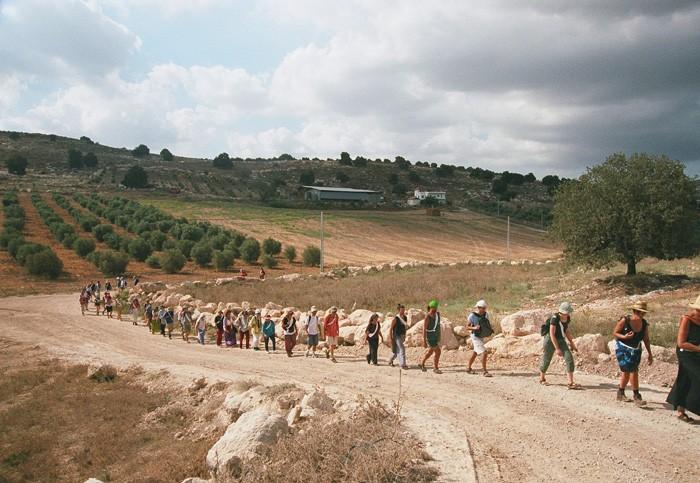 אחת מהליכות השלום בשנות האינתיפאדה השניה. ההליכות החלו ביזמת מתרגלים בעמותת תובנה והמשיכו במסגרת עמותת שביל זהב