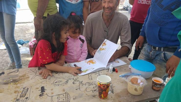 בוריס מצייר עם הילדים